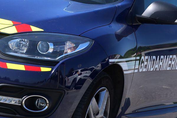 La gendarmerie de la compagnie de Redon confirme que des ossements ont été découverts mercredi soir dans la voiture brûlée à La Noë-Blanche.