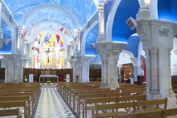 Les fresques de l'artiste lillois de Street Art, Amaury Dubois, ont métamorphosé l'église de Châtelaillon-Plage en Charente-Maritime.