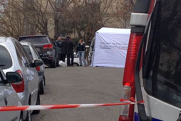 Montpellier - la police scientifique et technique sur les lieux du drame procède aux prélèvements et analyses sur le corps - 30 mars 2016.