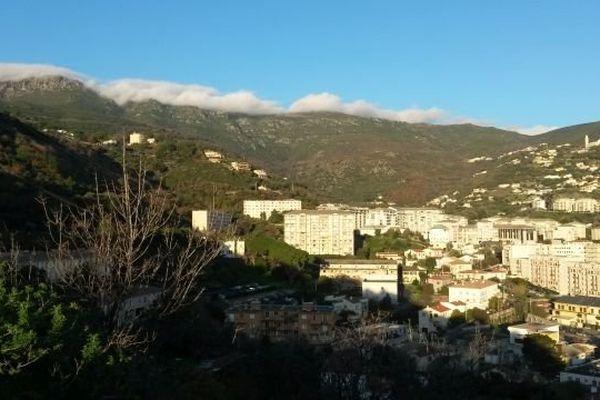 ILLUSTRATION - Ciel bleu et soleil à Bastia
