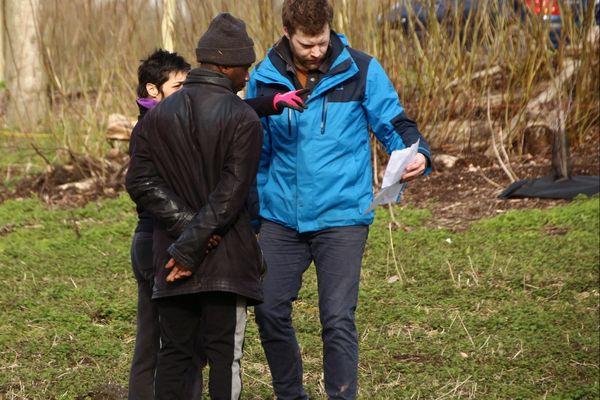 Les bénévoles de l'association De la graine à l'assiette en action sur le terrain