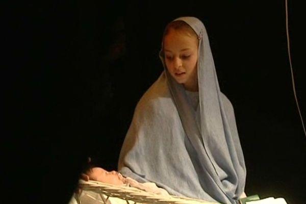 Le fondement du culte, la naissance de l'innocence face aux turpitudes du Monde, l'instant est rendu magique par sa réalité.