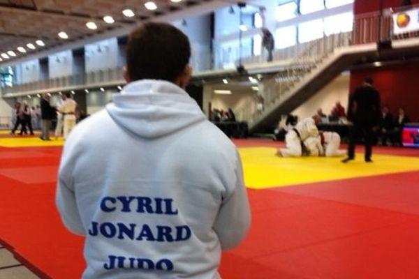 Cyril Jonard est un judoka français, né le 23 février 1976. Atteint du syndrome d'Usher, sourd et malvoyant, il participe aux épreuves internationales pour judokas aveugles et déficients visuels.