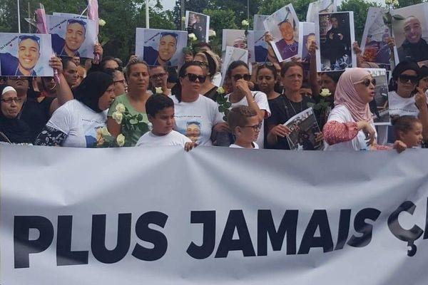 Ce mardi, à Vénissieux dans le Rhône, ils étaient des centaines à marcher en hommage à Habib. Ce jeune de 16 ans mort fauché par une voiture alors qu'il était en trottinette.