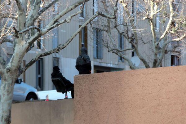 ARCHIVES. Cité de La Castellane à Marseille, des guetteurs (chouf) surveillent les allers et venues.