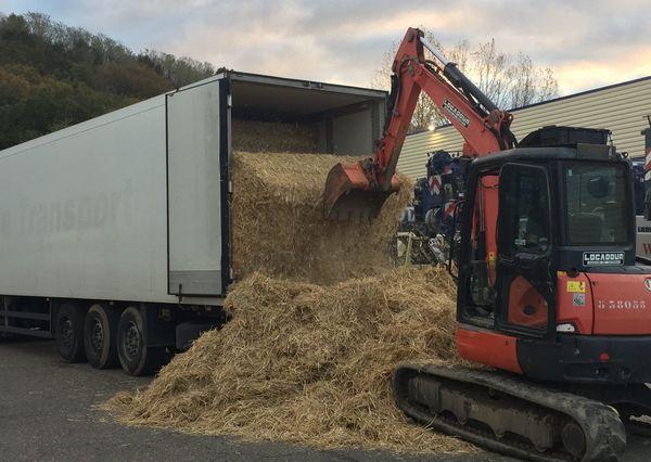 Le camion scanner puis un engin de levage ont permis de trouver la cargaison illicite.