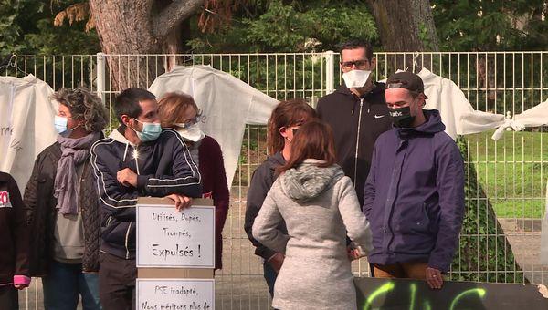 Les salariés du Pontet rassemblés devant l'établissement