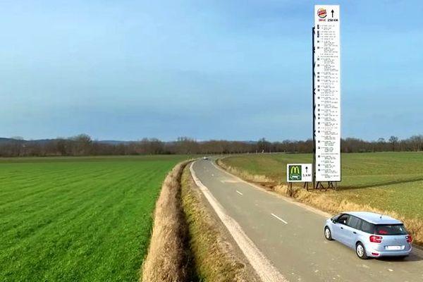 Des panneaux éphémères ont été installés pendant une semaine sur départementale 19 en Haute-Loire, pour le tournage d'une publicité.