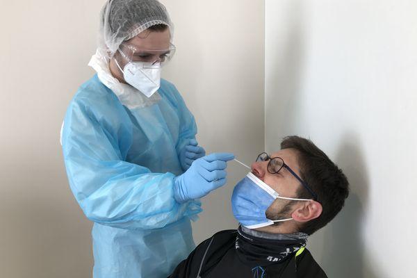 516 tests ont été faits lors de la campagne de dépistage à Chalonnes, révélant 5 cas positifs.
