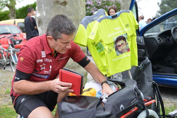 Chaque année Régis Descamps traverse la France pour que l'on parle des enfants malades et/ou porteurs d'un handicap