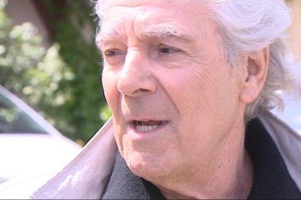 """Pierre Arditi sur le tournage du """"Sang de la vigne"""" à Volnay en Côte-d'Or"""