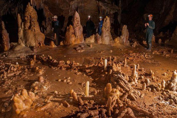 Dans la grotte de Bruniquel