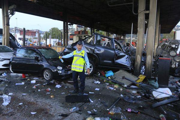 L'accident à la barrière de péage de Saint-Isidore, à Nice, a fait un mort et plusieurs blessés