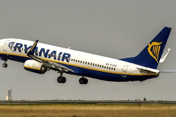 Un avion de la compagnie Ryanair décollant de l'aéroport de Lille-Lesquin en 2017.