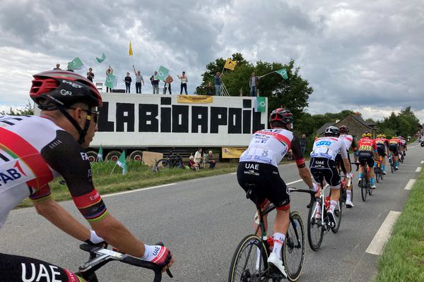 Les agriculteurs bio profitent de la visibilité du Tour de France pour alerter