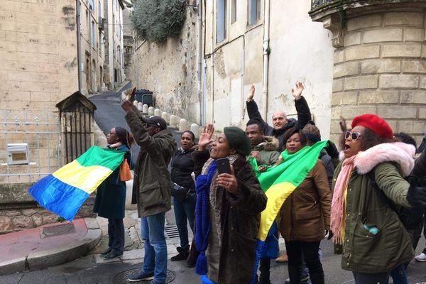Ici, les manifestants luttent contre le régime d'Ali Bongo à l'occasion des obsèques du beau-père de ce dernier, Edouard-Pierre Valentin.