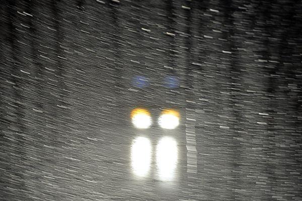 Photo d'illustration- en cette période où il fait nuit ^plus souvent, se méfier du manque de visibilité sur la route, accentué par la pluie et les reflets sur la route