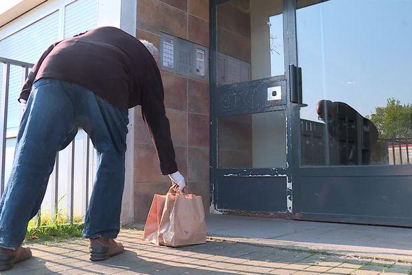 L'entraide passe par exemple par la livraison de courses.