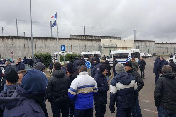 Ce vendredi 26 janvier avant la décision du principal syndicat de surveillants, l'Ufap-Unsa , la mobilisation restait forte à Moulins-Yzeure.