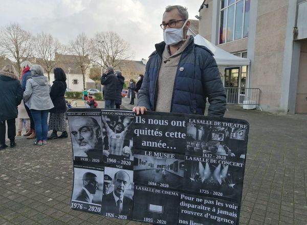 Un manifestant, inquiet sur l'avenir de la culture