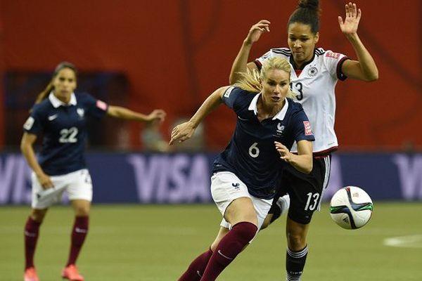 Amandine Henry a disputé cinq matchs et inscrit un but avec l'équipe de France féminine durant la Coupe du Monde au Canada.