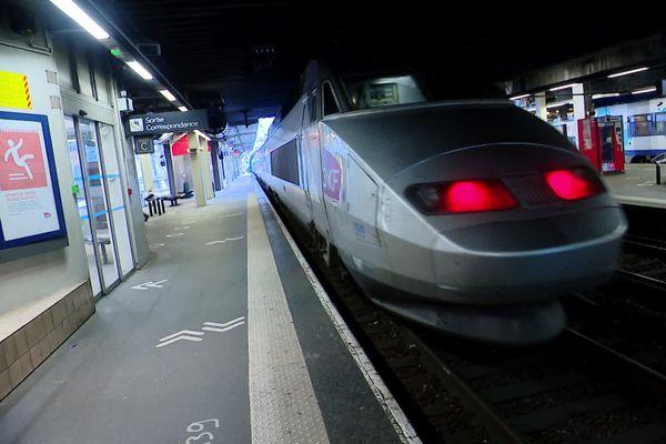 4 novembre 2020 –  Gare de Rouen - 9h52 : première rame de TGV en renfort sur la ligne Le Havre-Paris
