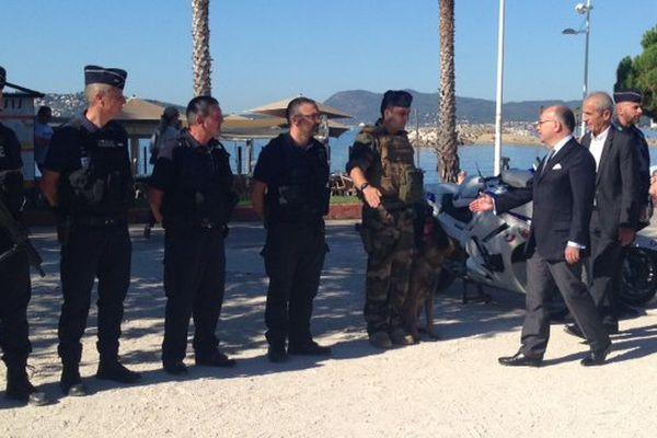 Le ministre sur les plages du Mourillon, sécurisées pour le meeting aérien et le feu d'artifice.