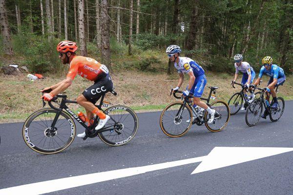 Julian Alaphilippe et Rémi Cavagna , deux équipiers dans une échappée durant la 13ème étape du tour de France entre Châtel-Guyon et le Puy Mary le 11 septembre 2020