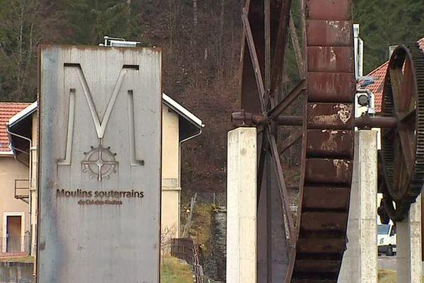 Sous le col des roches à la frontière entre France et Suisse, se cachent des moulins souterrains.