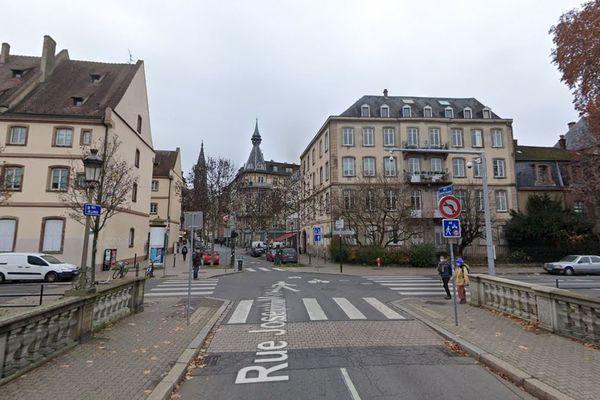 Le Quai Lezay-Marnésia représente l'une des délimitations de la zone test piétonnisée pendant l'été 2021 à Strasbourg.