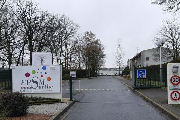 L'hôpital psychiatrique d'Allonnes, dans la Sarthe, est désormais fermé aux visites et aux sorties des patients.