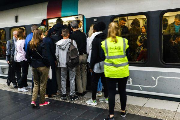 Un RER bondé lors de la grève du 13 septembre contre la réforme des retraites.