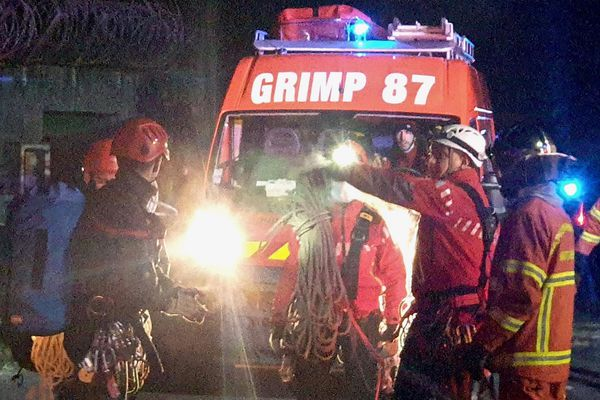 Les pompiers de la cellule GRIMP du SDIS 87 sur les lieux de l'incendie des Cars