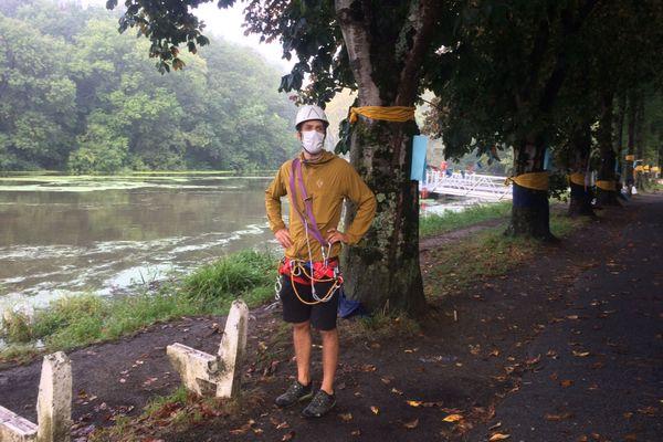 Le Groupement national de surveillance des arbres est venu à Vertou prêter main forte aux riverains opposés à la coupe des arbres proches de la Chaussée des moins