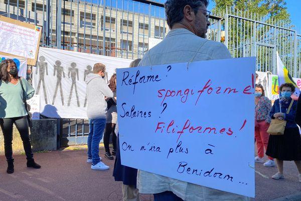 Environ 150 personnes se sont rassemblées jeudi 23 septembre devant le rectorat de Limoges.