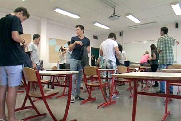Lattes (34) : un centre d'examen du baccalauréat en Languedoc-Roussillon - 17 juin 2013 à 7h55.