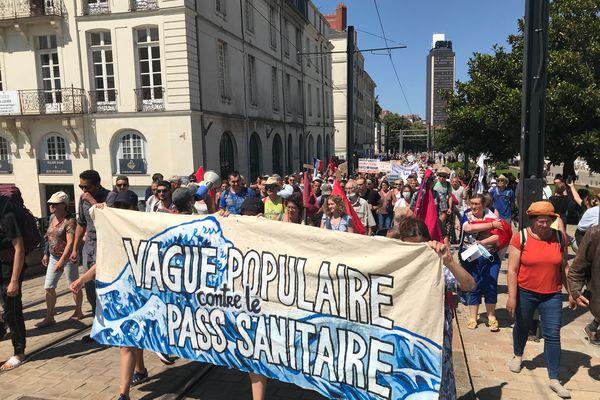 Le mouvement anti-pass sanitaire prend de l'ampleur à Nantes. Ils étaient environ 5 000 à manifester ce samedi 14 août.