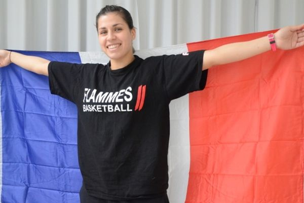Amel Bouderra (basket féminin Flammes Carolo)
