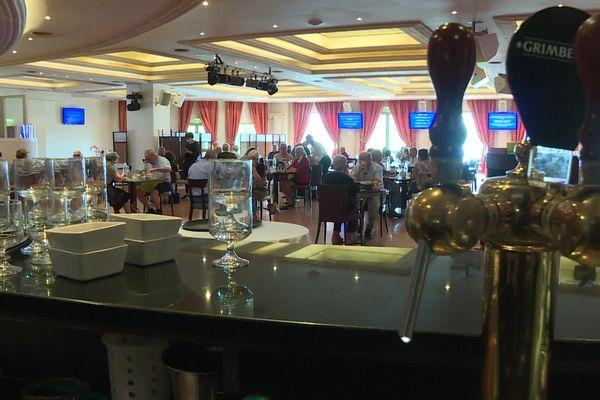 Le restaurant du casino de Noirétable (Loire) se dit obligé de fermer 2 jours par semaine, faute de personnels suffisants.