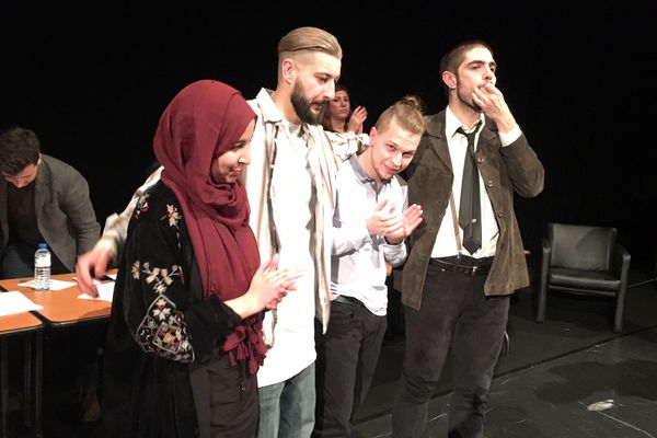 Les 4 finalistes d'Eloquentia Limoges saluent le public : c'est Théotime d'Ornano (2ème en partant de la droite) qui a remporté la grande finale