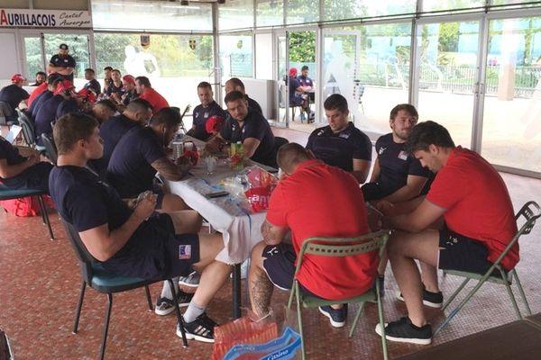 L'équipe d'Aurillac, trois heures avant sa demi-finale d'accession en Top 14 contre Mont-de-Marsan, le 28 mai 2016.