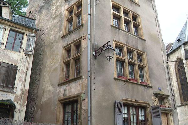 La maison Berweiller, plus ancienne bâtisse du village mosellan de Sierck-les-Bains, est menacée de destruction par la municipalité.