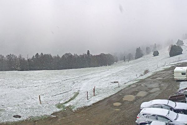 De la neige au Markstein un 30 avril, pas exceptionnel mais de quoi rappeler que le printemps n'est pas encore là en Alsace