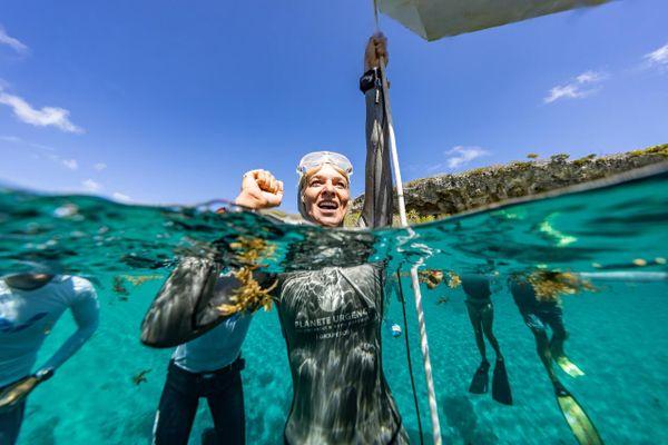 Alice Modolo, décroche le record du monde d'apnée aux Bahamas.
