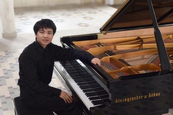 Le pianiste Kit Amstrong propose chaque jour sur sa page Youtube un morceau du répertoire français