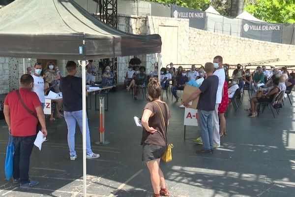 Il y avait foule le mardi 29 juin à Nice, au Théâtre de verdure, l'un des 3 centres de dépistages gratuits du coronavirus