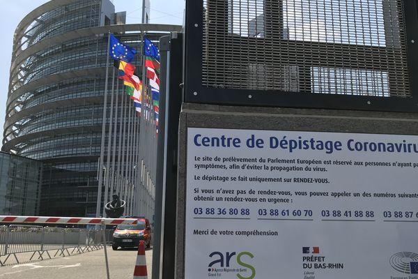 Le centre de dépistage provisoire du Parlement européen de Strasbourg aurait pu accueillir 2.000 personnes par jour : il aura permis de réaliser 1.800 tests en deux mois.