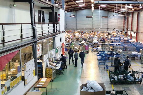 A Mouans-Sartoux, le centre de La Poste traite tous les colis des Alpes-Maritimes.