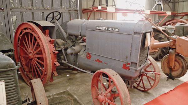 Plus de 38 marques de tracteurs sont exposées dans ce musée