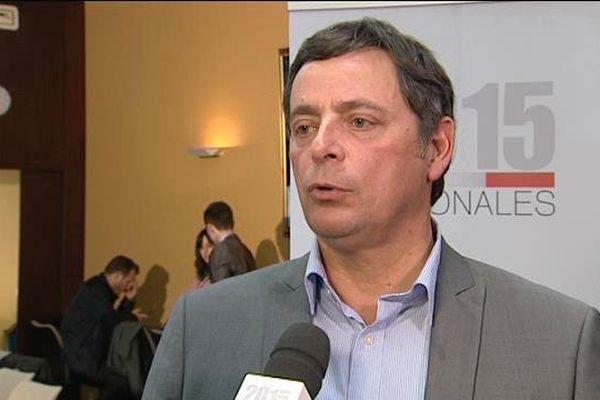 Alain Calmette, député PS de la première circonscription du Cantal, conseiller départemental du Canton d'Aurillac-3 et ancien maire d'Aurillac au micro de France 3 lors des résultats du 1er tour des régionales, le 6 décembre 2015.